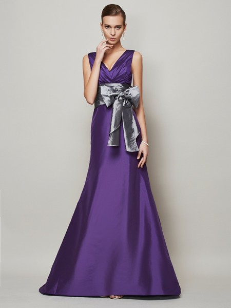 A-Line/Princess V-neck Sleeveless Sash/Ribbon/Belt Long Taffeta Dresses