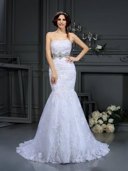 Trumpet/Mermaid Strapless Beading Sleeveless Long Lace Wedding Dresses