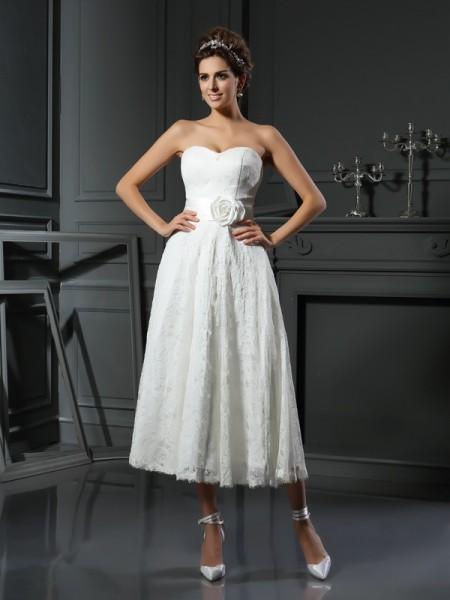 A-Line/Princess Sweetheart Lace Sleeveless Short Lace Wedding Dresses