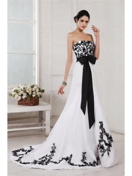 A-Line/Princess Sweetheart Sleeveless Embroidery Sash Long Net Satin Wedding Dresses