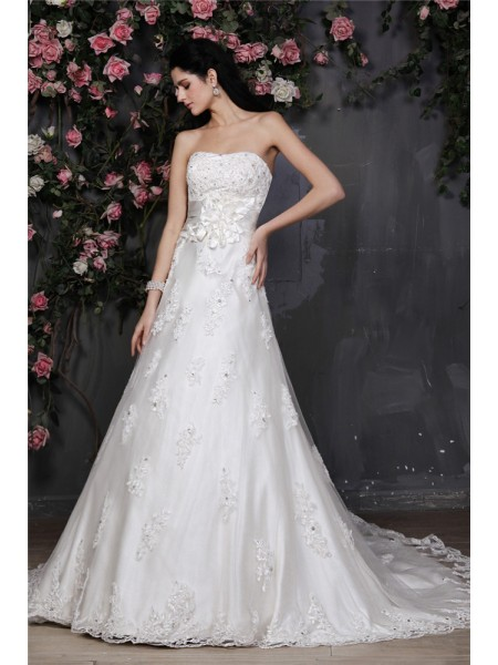 A-Line/Princess Strapless Sleeveless Beading Applique Hand-Made Flower Net Wedding Dresses