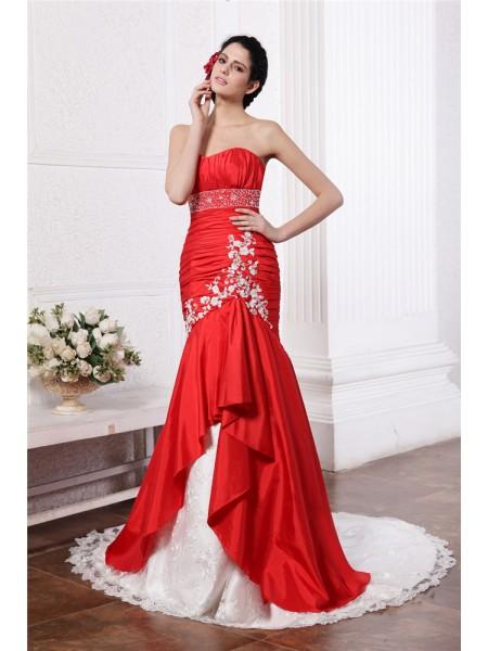 Trumpet/Mermaid Strapless Sleeveless Beading Lace Applique Long Taffeta Wedding Dresses