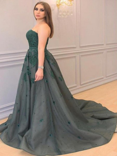 A-Line/Princess Sweetheart Sleeveless Applique Court Train Tulle Plus Size Dresses