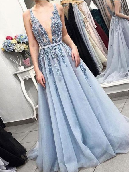A-Line/Princess V-neck Sleeveless Court Train Applique Tulle Dresses
