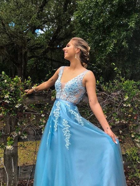A-Line/Princess V-neck Tulle Applique Sweep/Brush Train Sleeveless Dresses
