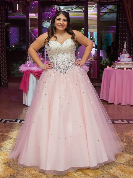 Ball Gown Sleeveless Sweetheart Tulle Floor-Length Beading Plus Size Dresses